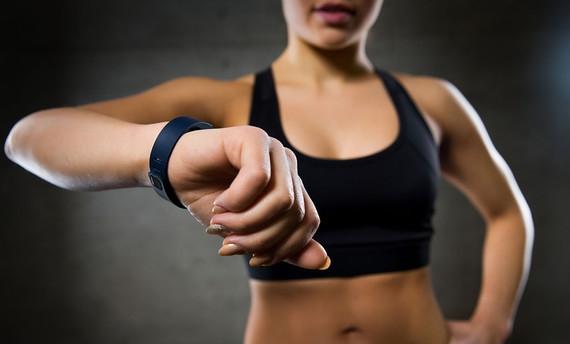 Inteligentný fitness náramok s meračom tepu