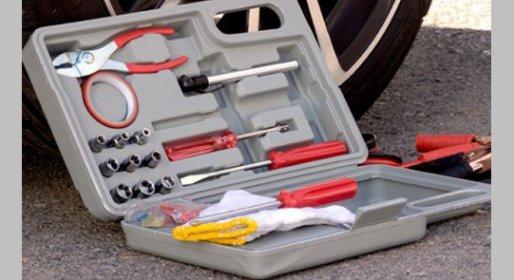 Kufor s náradím a štartovacími káblami do auta